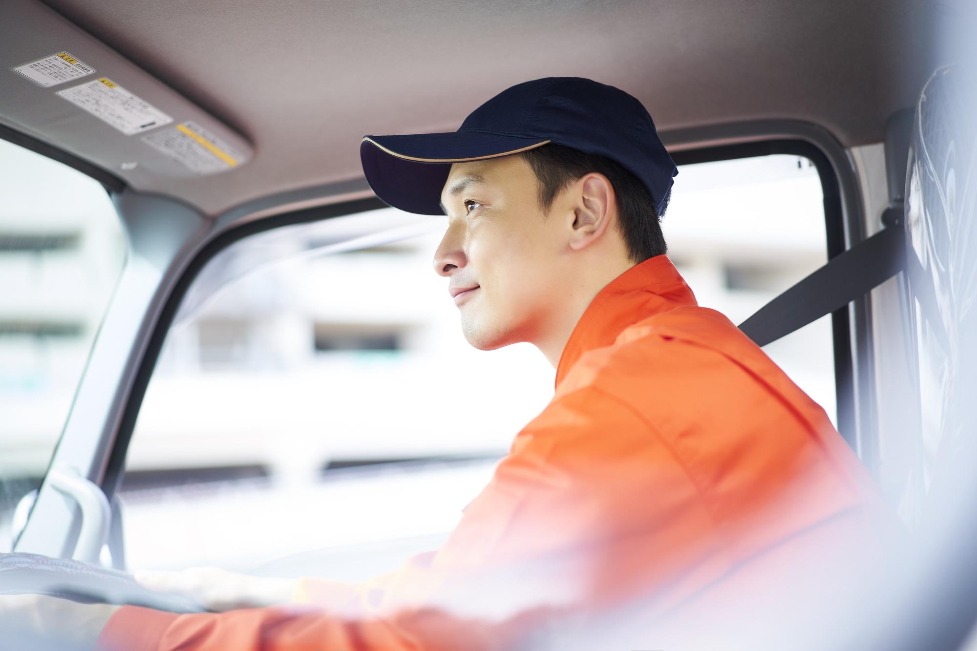 シェルリムラR6LMの利用にご満足しているトラック運転手のイメージ図