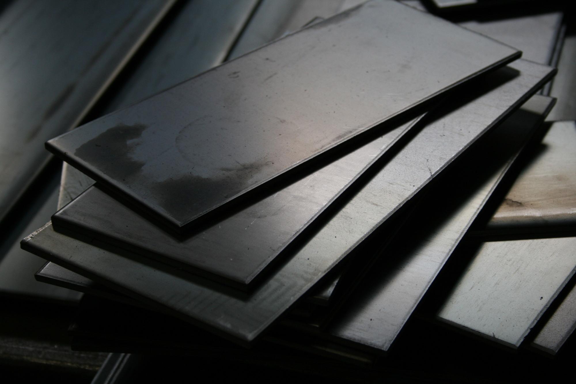 鋼板の写真